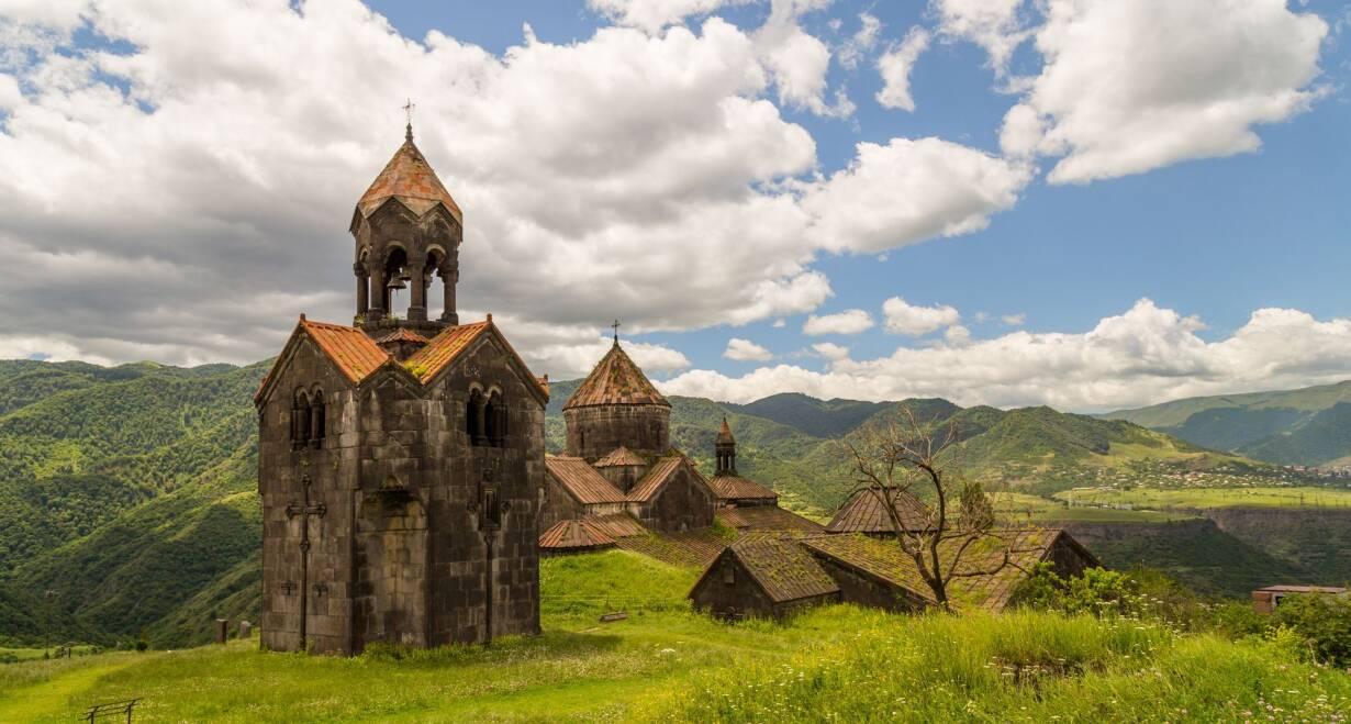 Rondreis Georgië & Armenië: kloosters en Kaukasus - GeorgiëNaar Armenië! Via Sadakhlo naar Haghpat, Sanahin en Yerevan