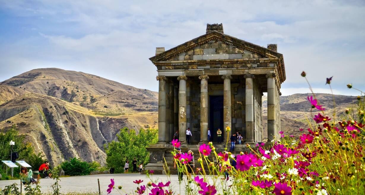 Rondreis Georgië & Armenië: kloosters en Kaukasus - GeorgiëNatuurtocht: Garni - kloof en Geghard klooster - Noyan Aygi