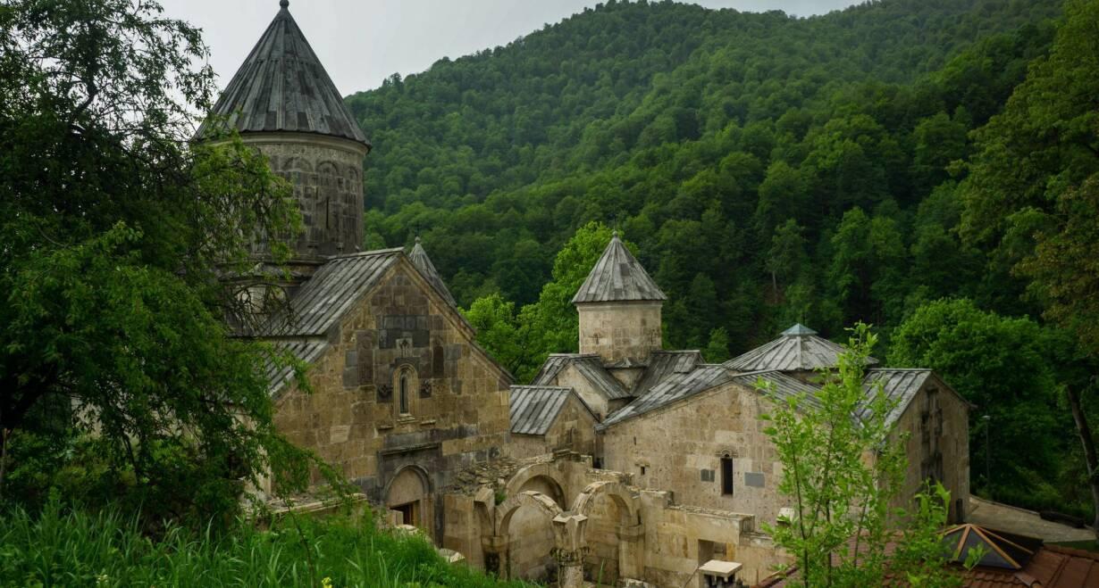 Rondreis Georgië & Armenië: kloosters en Kaukasus - GeorgiëSevanmeer – kuuroord Dilijan – Haghartsin. Terug naar Tbilisi