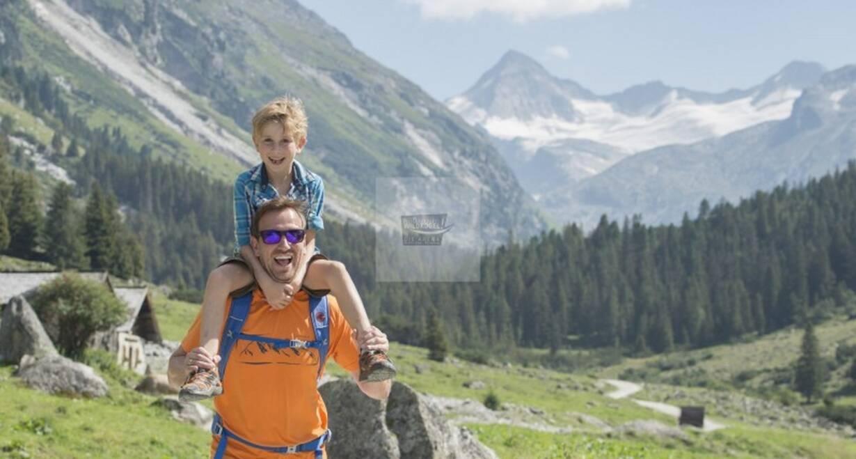 Huttentocht voor gezinnen in het koninklijke Lechtal - OostenrijkWandeling naar Steeg